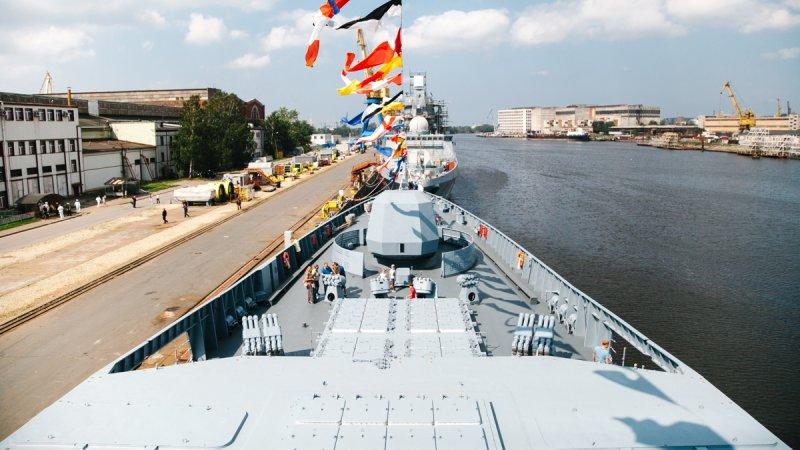 """Церемония подъема Андреевского флага на фрегате """"Адмирал Горшков"""""""