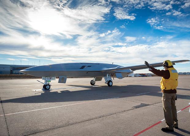 Прототип палубного беспилотника-заправщика T-1 в рамках проект MQ-25 Stingray (ВМС США)